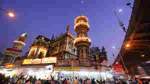 Mumbai's Historic Ramadan Food Bazaar Closes For The First Time — Due To Coronavirus